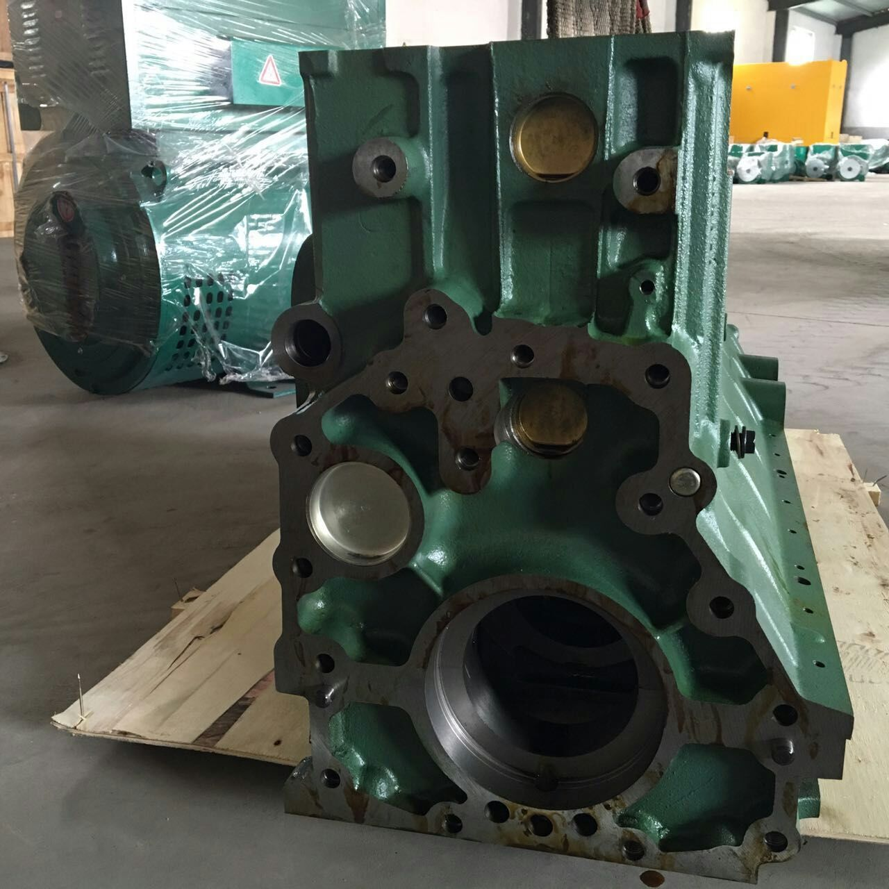 Weichai country three pumps 612600900217 cement mixer cylinder block Weichai original factory installed parts quality assurance