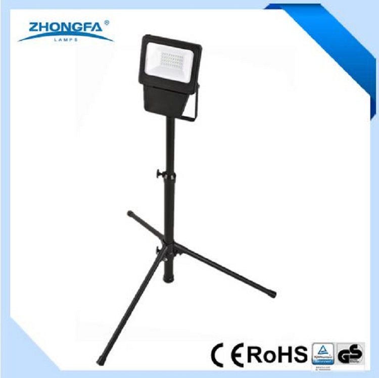 High Quality 20W 1600lm LED Projector Lamp with Tripod