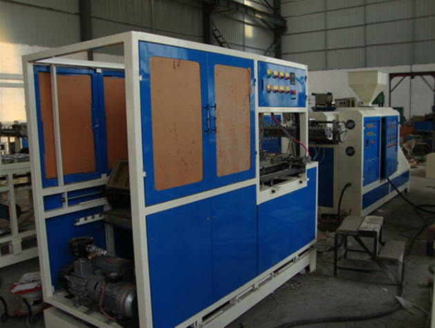 Plastic Bowl/Tray/Plate Making Machine