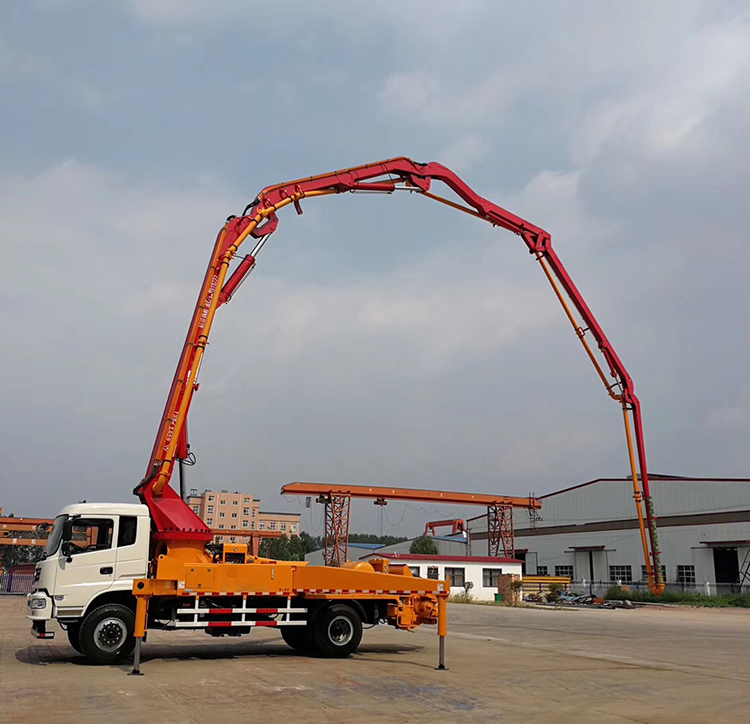 33m Chassis Truck-mounted Concrete Pump
